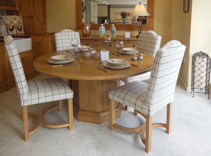 Round pedestal table & 4 chairs
