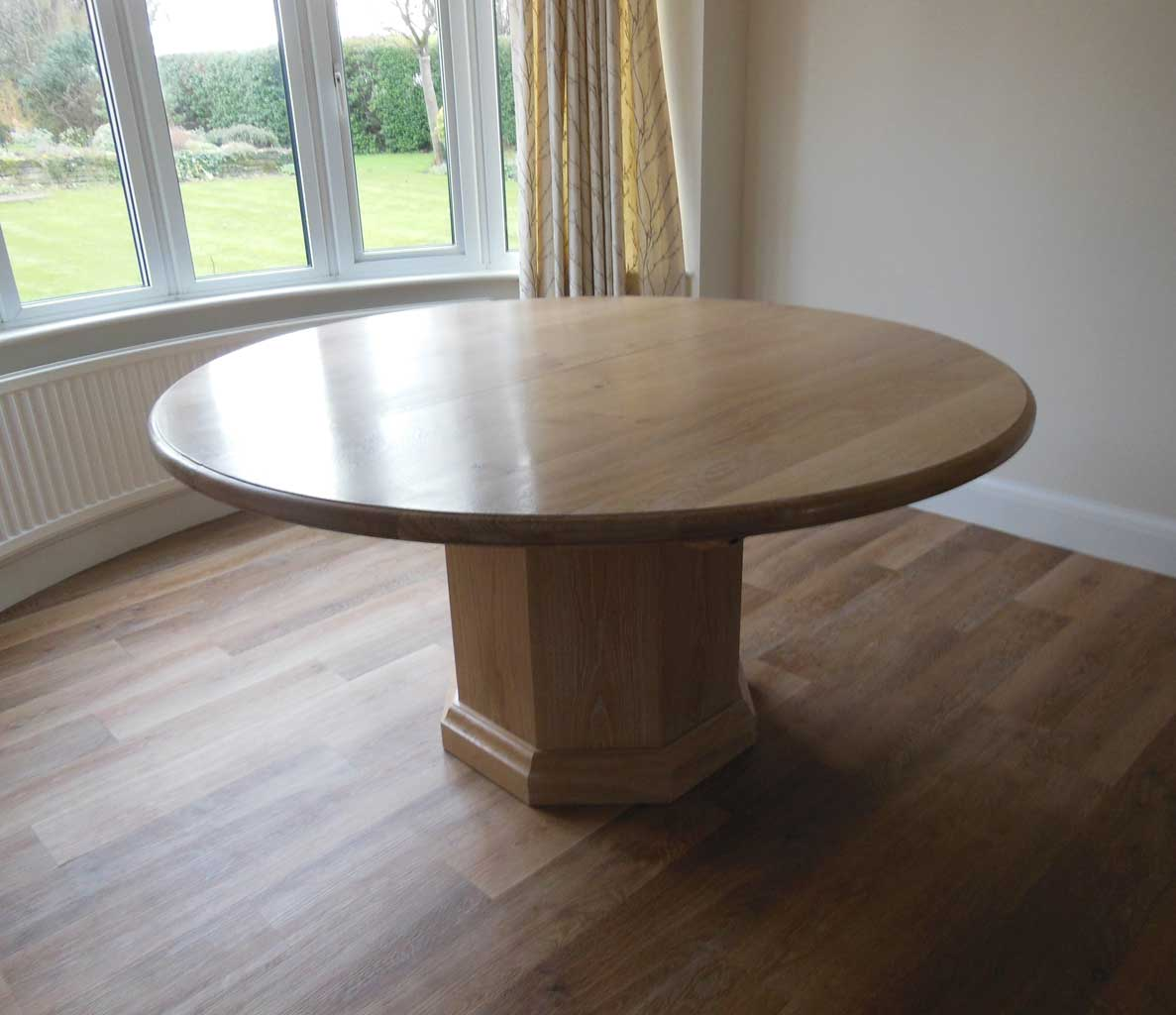 Round oak extending table